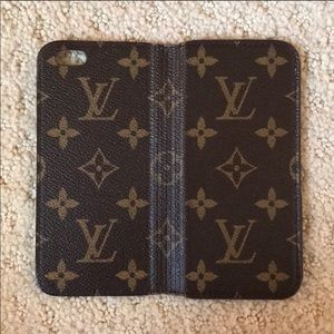 Accessories - Louis Vuitton case!!!